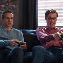 I Give It a Year: Rafe Spall con Stephen Merchant in una immagine del film