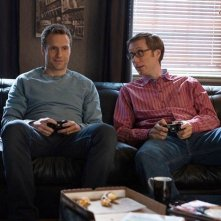 I Give It a Year: Rafe Spall e Stephen Merchant in una immagine del film