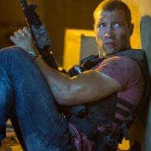 Jai Courtney in una scena di Die Hard - Un buongiorno per morire nei panni di Jack McClane