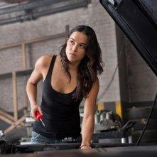 Michelle Rodriguez in una scena di The Fast and the Furious 6