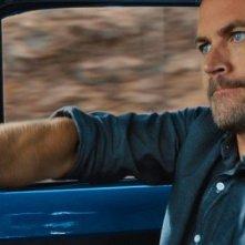 Paul Walker guida all'impazzata in un'immagine di Fast & Furious 6
