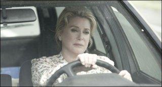 On my way: Catherine Deneuve in una scena del film