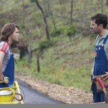 Prince Avalanche: Paul Rudd ed Emile Hirsch discutono in una scena del film