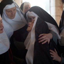 The Nun: Isabelle Huppert in una scena del film
