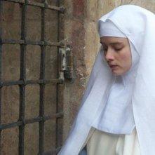 The Nun: Pauline Etienne in una scena del film