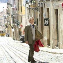 Treno di notte per Lisbona: Jeremy Irons in una scena del film
