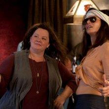 Corpi da reato: Sandra Bullock con Melissa McCarthy in una buffa scena tratta dal film