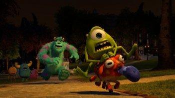 Monsters University: Mike e Sulley si rincorrono in una scena del film