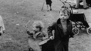 The Spirit of '45: i quartieri degradati di Londra in una scena del documentario di Ken Loach