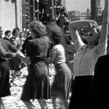 The Spirit of '45: un momento del giorno della vittoria nella Londra del 1945 immortalato nel film