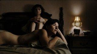 Vic + Flo Saw a Bear: un'immagine osé di Romane Bohringer e Pierrette Robitaille tratta dal film