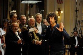 Il principe abusivo: Alessandro Siani, Christian De Sica e Marco Messeri in una scena del film