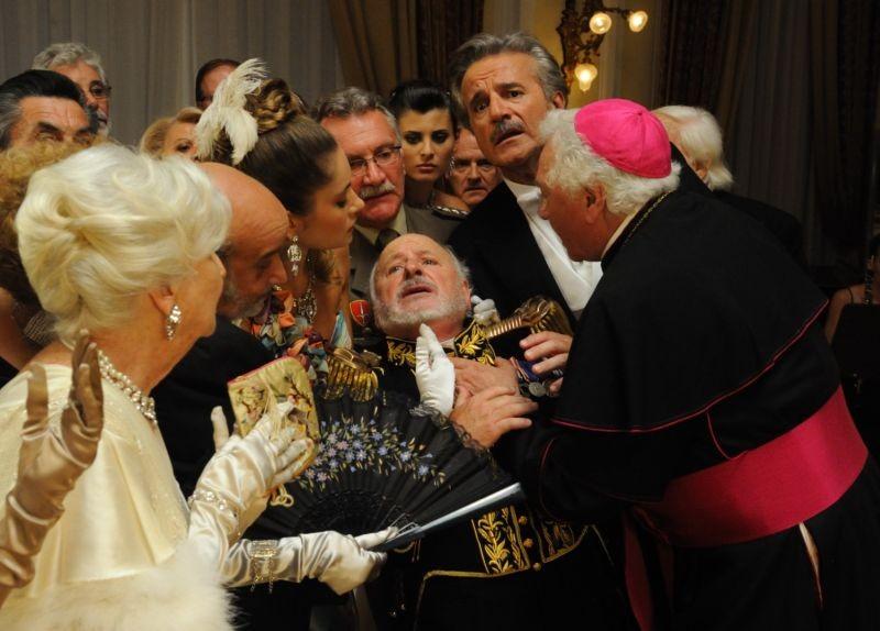 Il Principe Abusivo Christian De Sica E Marco Messeri In Una Concitata Scena Del Film 265457