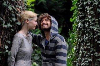 Il principe abusivo: il 'principe' Alessandro Siani insieme alla principessa Letizia (Sarah Felberbaum) in una scena