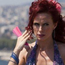 Il principe abusivo: Serena Autieri in una scena del film nei panni della fruttivendola Jessica