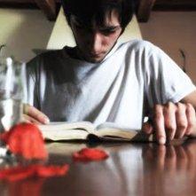 Non ci indurre in tentazione: Lorenzo Berti legge la Bibbia in una scena del film