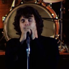 The Doors: Live at the Bowl '68 - Jim Morrison in una scena del film evento