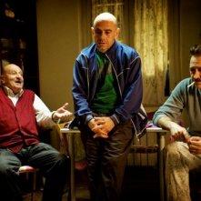 Tutti contro tutti: Rolando Ravello insieme a Stefano Altieri e Marco Giallini in una scena del film