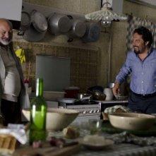 Ci vediamo domani: il protagonista Enrico Brignano con Burt Young in una scena