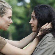 Just like a woman: Sienna Miller in una scena insieme a Golshifteh Farahani