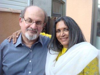 Midnight's Children: la regista Deepa Mehta con lo sceneggiatore e scrittore Salman Rushdie
