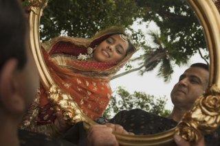 Midnight's Children: Shahana Goswami in una scena del film