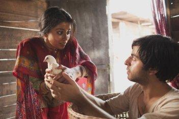 Midnight's Children: Shriya Saran insieme a Satya Bhabha in una scena