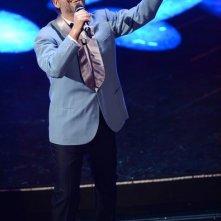 Sanremo 2013: Beppe Fiorello indossa la giacca di Domenico Modugno durante la seconda serata