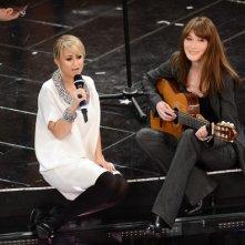 Sanremo 2013: Carla Bruni e Luciana Littizzetto durante la seconda serata