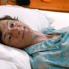 The Sessions - Gli appuntamenti: John Hawkes a letto in una scena del film