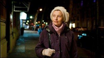 Une Estonienne à Paris: Laine Mägi passeggia in una scena del film