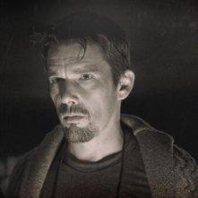 Sinister: un primo piano di Ethan Hawke tratto dal film