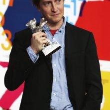 David Gordon Green con il premio vinto alla Berlinale 2013 per Prince Avalanche