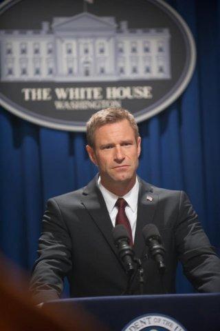 Attacco al potere - Olympus Has Fallen: Aaron Eckhart in una scena nei panni del Presidente Benjamin Asher