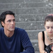 Buongiorno papà: Raoul Bova in compagnia della giovane Rosabell Laurenti Sellers in una scena del film