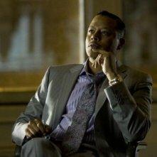 Dead Man Down - Il sapore della vendetta: Terrence Howard nei panni del signore del crimine Alphonse Hoyt in una scena del film