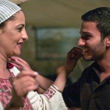 Il figlio dell'altra: Areen Omari con il ragazzo che ha allevato come suo figlio (Mehdi Dehbi) in una scena