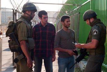 Il figlio dell'altra: Mehdi Dehbi in una scena del film con il fratello Mahmoud Shalaby