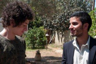 Il figlio dell'altra: Mehdi Dehbi insieme a Jules Sitruk, i ragazzi scambiati nella culla, in una scena