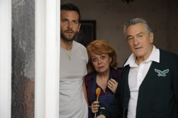 Il lato positivo - Silver Linings Playbook: Bradley Cooper insieme a Robert De Niro e Jacki Weaver
