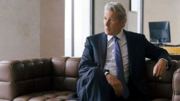 La frode: Richard Gere in una scena