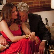 Laetitia Casta e Richard Gere in una scena del thriller La frode