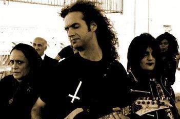 W Zappatore: il chitarrista Marcello Zappatore in una scena con Guia Jelo