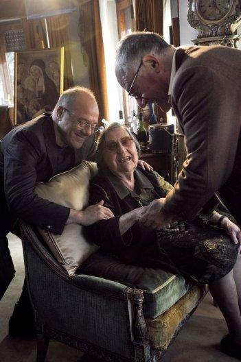 Alberto il Grande: Carlo e Luca Verdone nella casa romana di Alberto Sordi con la sorella dell'attore Aurelia
