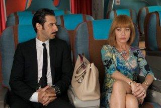 Gli amanti passeggeri: Cecilia Roth e José María Yazpik in una scena del film