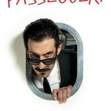 Gli amanti passeggeri: il character poster italiano con José María Yazpik