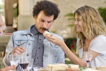 Michaël Youn con Isabelle Funaro nella commedia Vive la France! (2013)