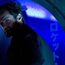 Wolverine: Hugh Jackman pronto alla lotta nella notte giapponese