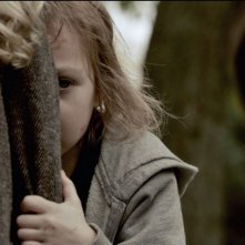 Mama: Isabelle Nélisse in un'inquietante scena