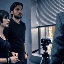 Mama: Nikolaj Coster-Waldau insieme a Jessica Chastain in una scena del film